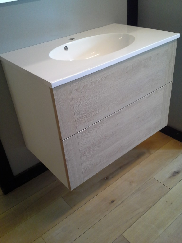 Fin Super billigt badsæt med spejl og vaskebordplade - Jysk Køkken Outlet PG-61