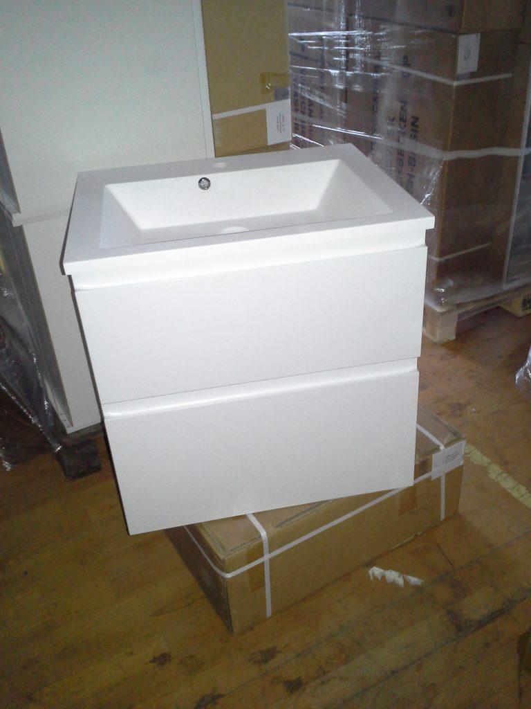 Fabriksnye Super billigt badsæt med spejl og vaskebordplade - Jysk Køkken Outlet ZT-84