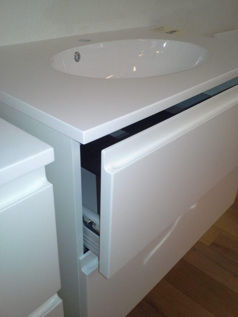 Velsete Super billigt badsæt med spejl og vaskebordplade - Jysk Køkken Outlet HT-34